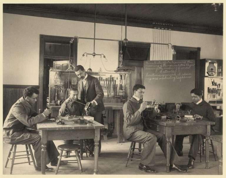 Hampton Students Working on Telephones